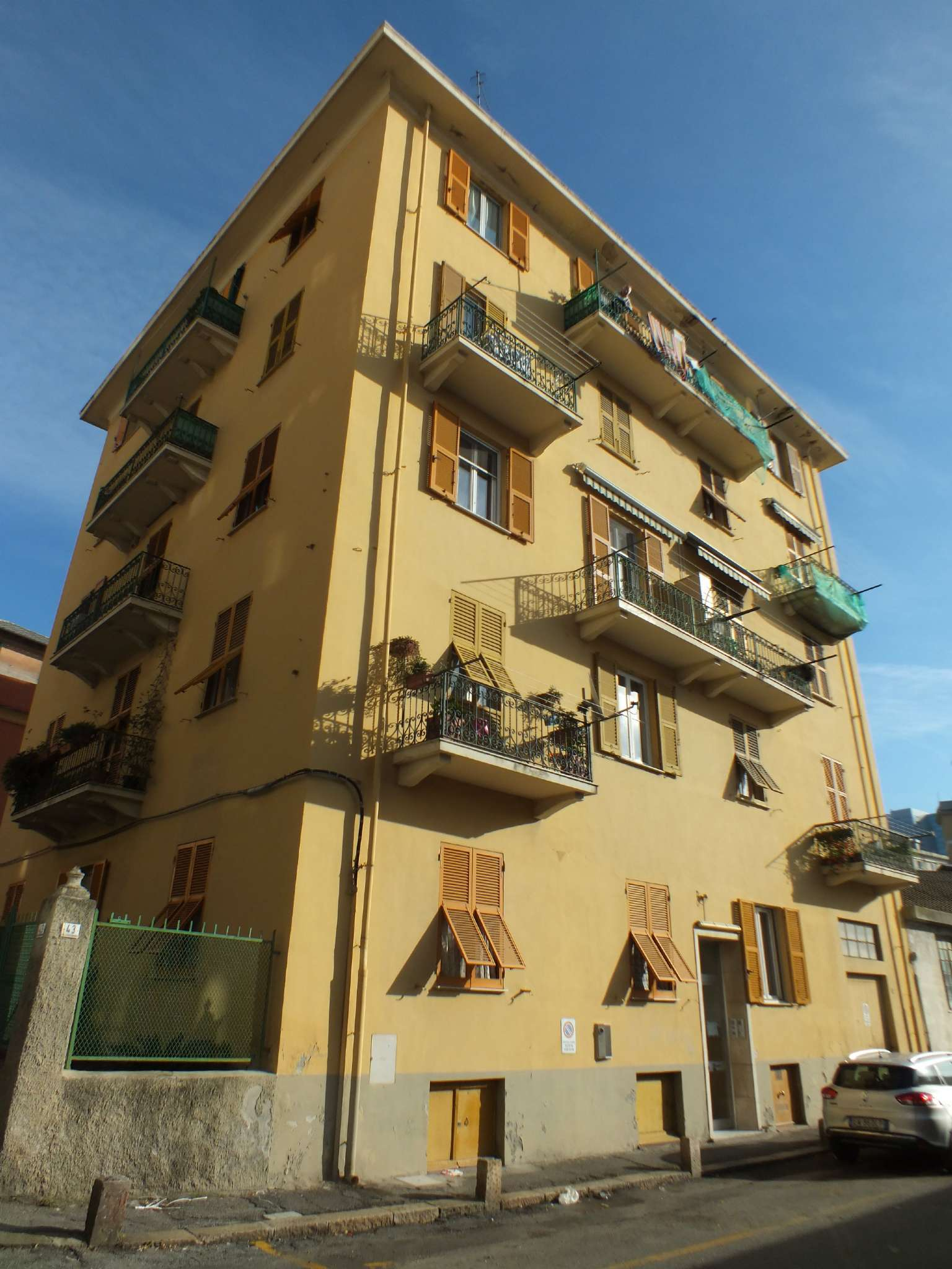 Appartamento in vendita a Genova, 6 locali, zona Zona: 13 . Sestri Ponente, Medio Ponente, prezzo € 100.000 | Cambio Casa.it