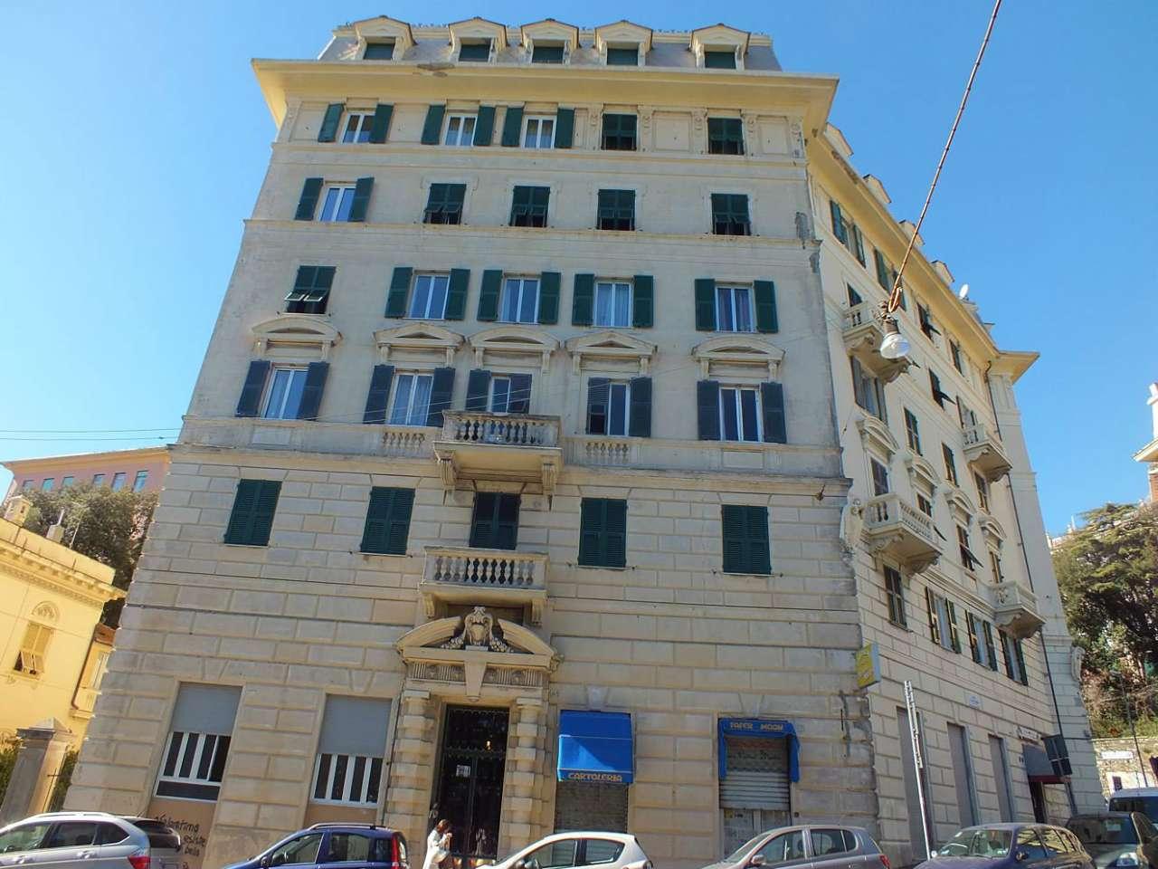 Appartamento in vendita a Genova, 6 locali, prezzo € 300.000 | Cambio Casa.it