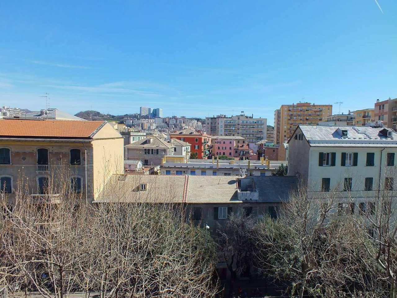 Appartamento in vendita a Genova, 6 locali, zona Zona: 13 . Sestri Ponente, Medio Ponente, prezzo € 159.000 | Cambio Casa.it