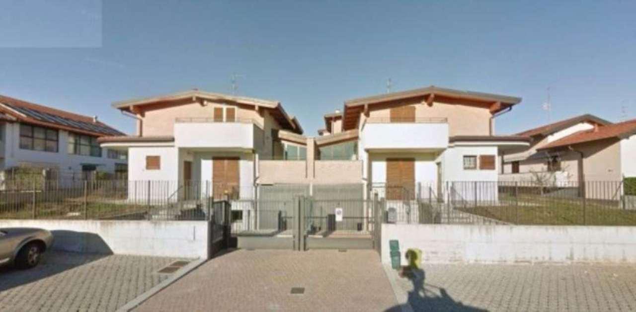 Villa in vendita a Carnago, 4 locali, prezzo € 320.000 | Cambio Casa.it