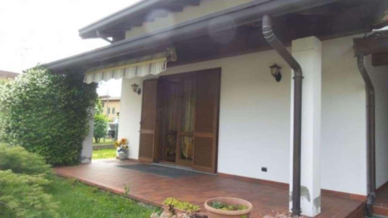 Villa in vendita a Sumirago, 4 locali, prezzo € 250.000 | Cambio Casa.it