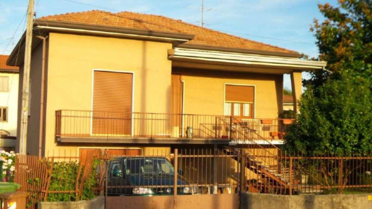 Villa in vendita a Solbiate Arno, 5 locali, prezzo € 258.000 | Cambio Casa.it