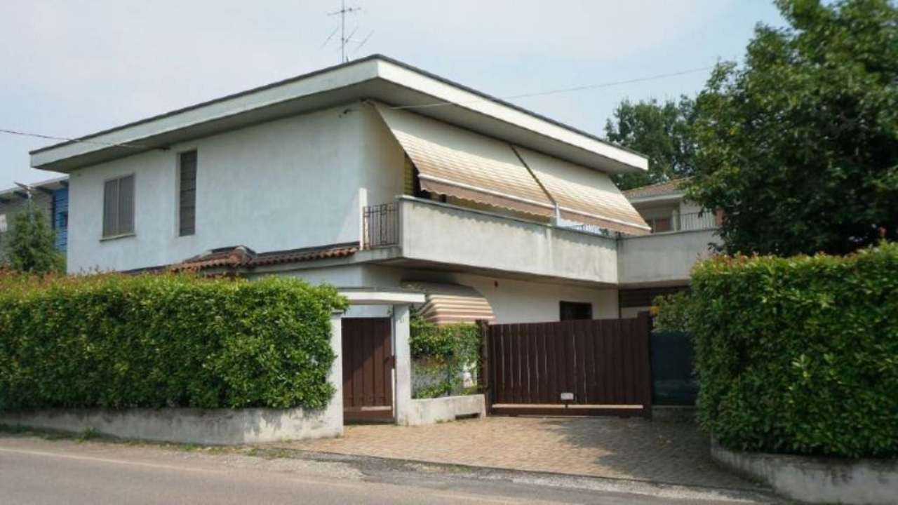 Villa in Vendita a Caronno Varesino