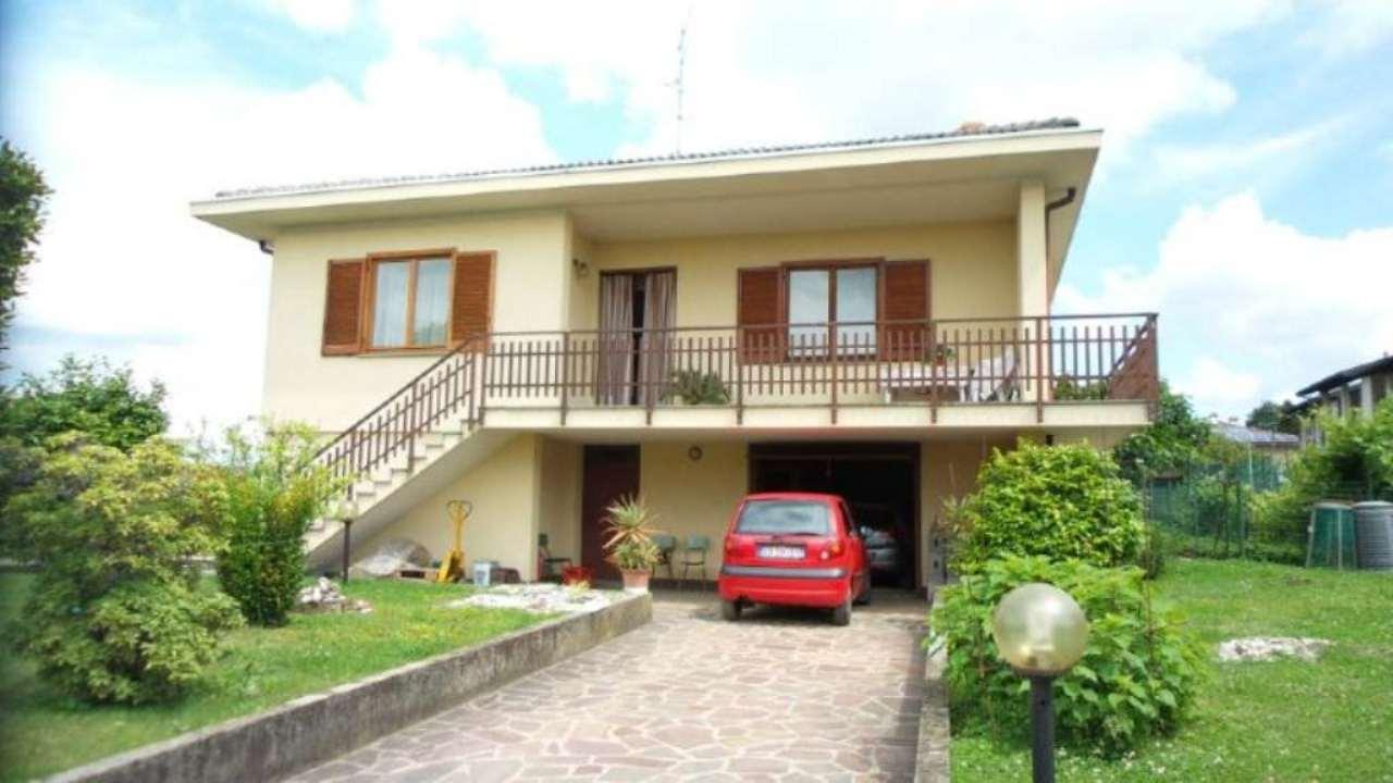 Villa in vendita a Caronno Varesino, 5 locali, prezzo € 360.000 | Cambio Casa.it