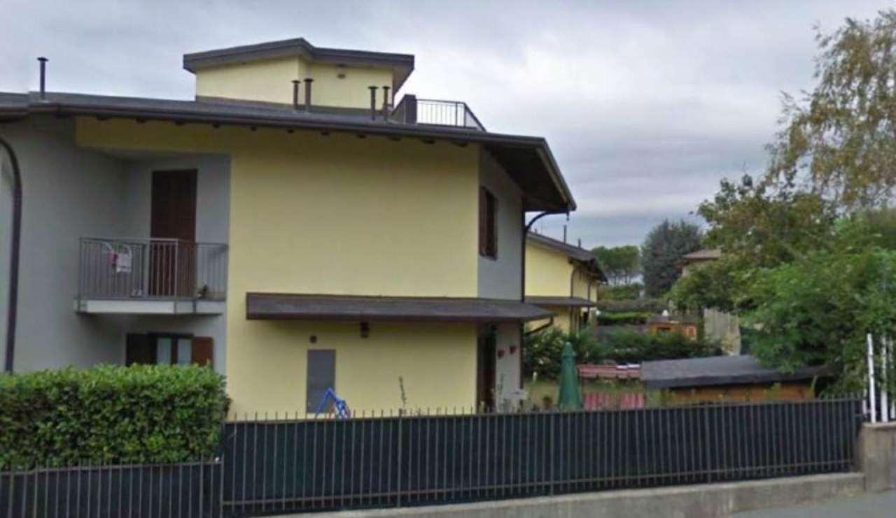 Villa a Schiera in Vendita a Caronno Varesino