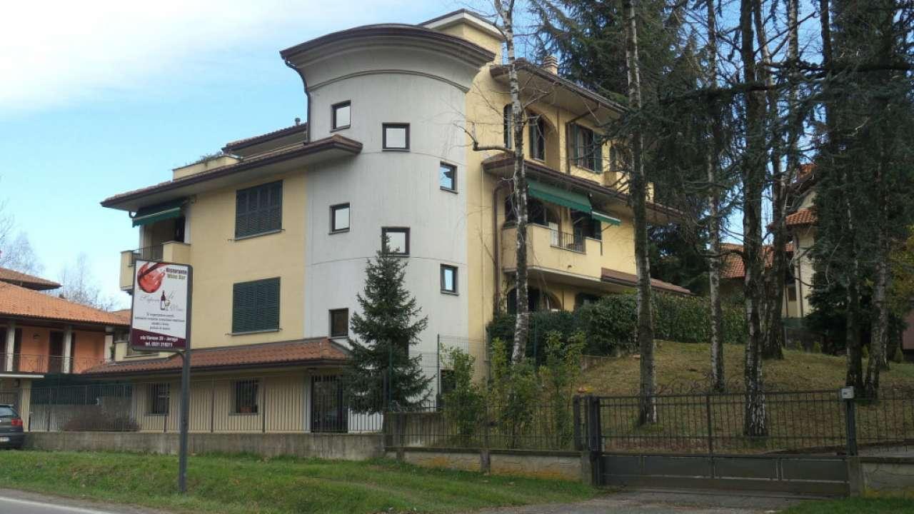 Appartamento in vendita a Jerago con Orago, 3 locali, prezzo € 145.000 | Cambio Casa.it