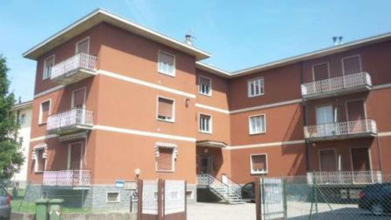 Appartamento in vendita a Castronno, 3 locali, prezzo € 99.000 | Cambio Casa.it