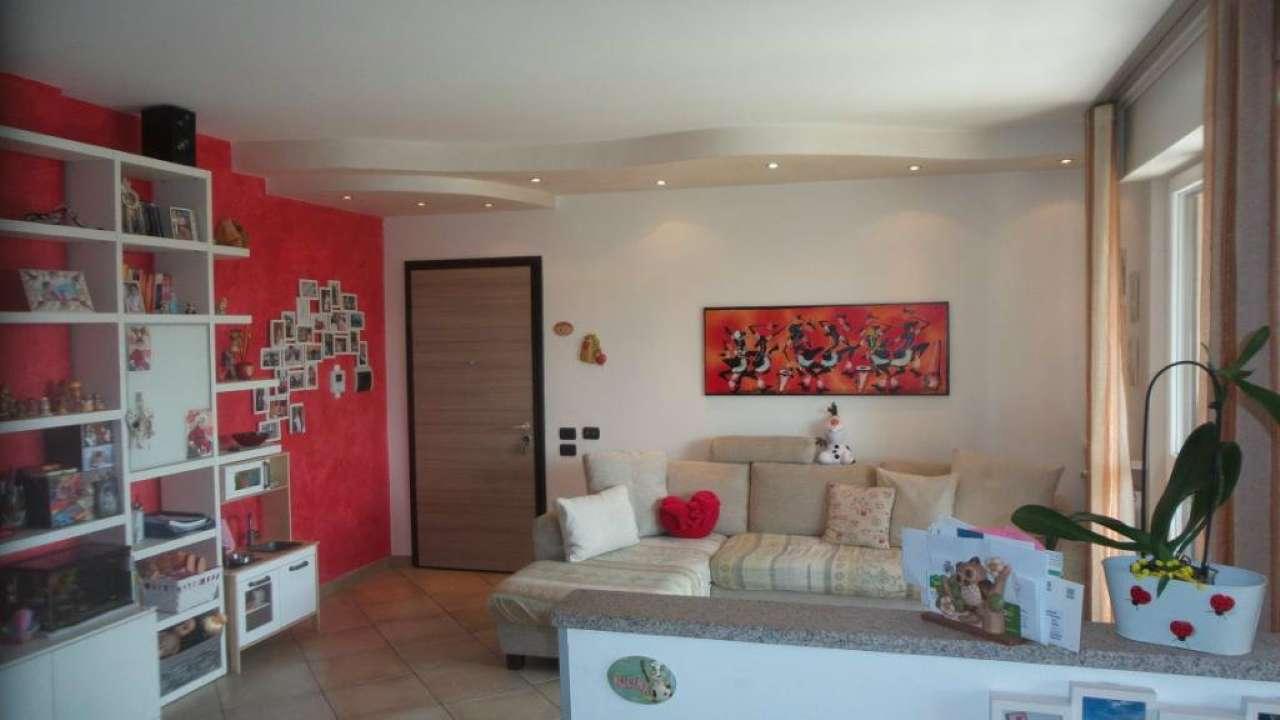 Appartamento in vendita a Tradate, 3 locali, prezzo € 148.000 | CambioCasa.it