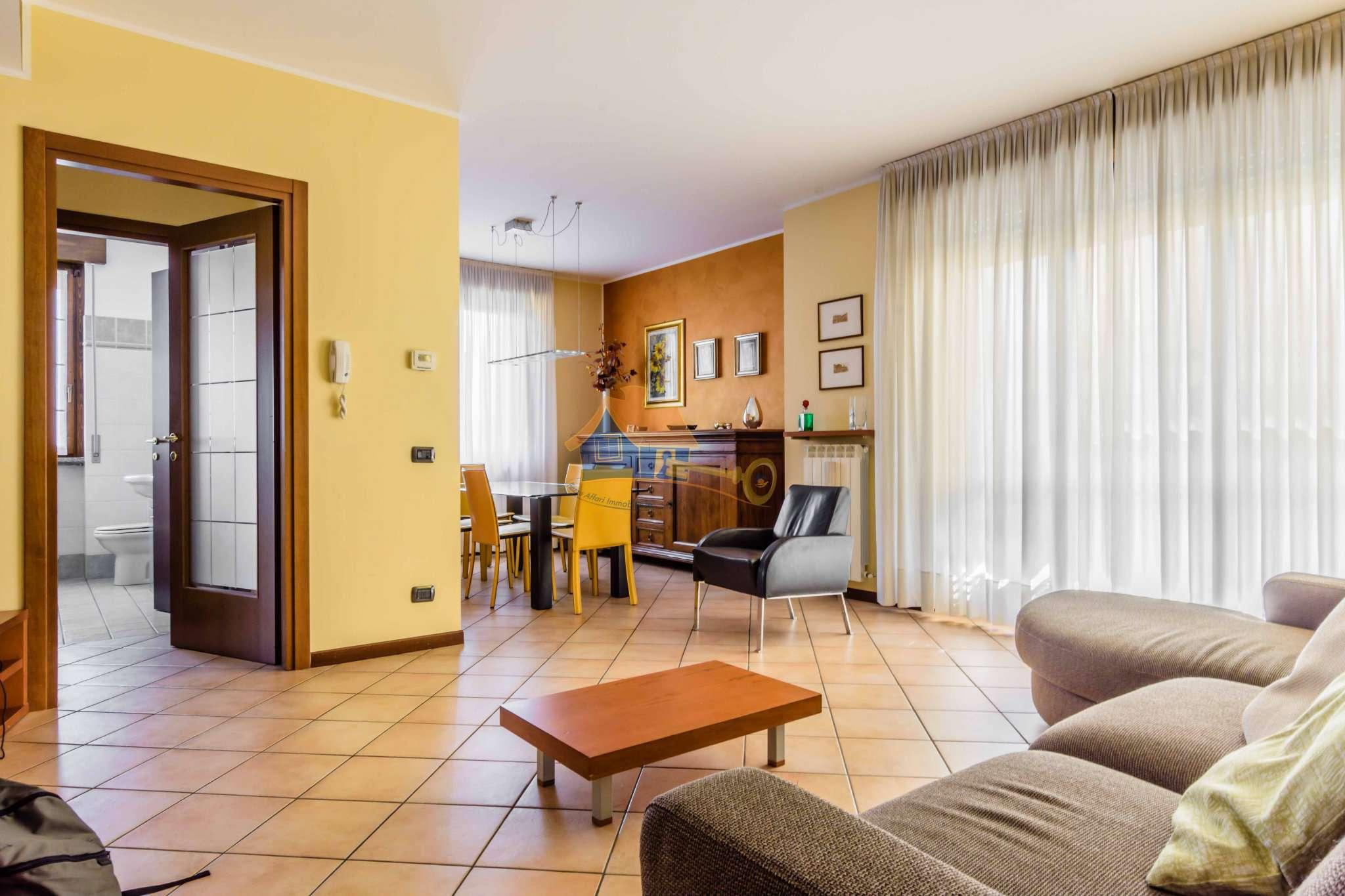 Appartamento in vendita a Carnago, 3 locali, prezzo € 178.000 | Cambio Casa.it