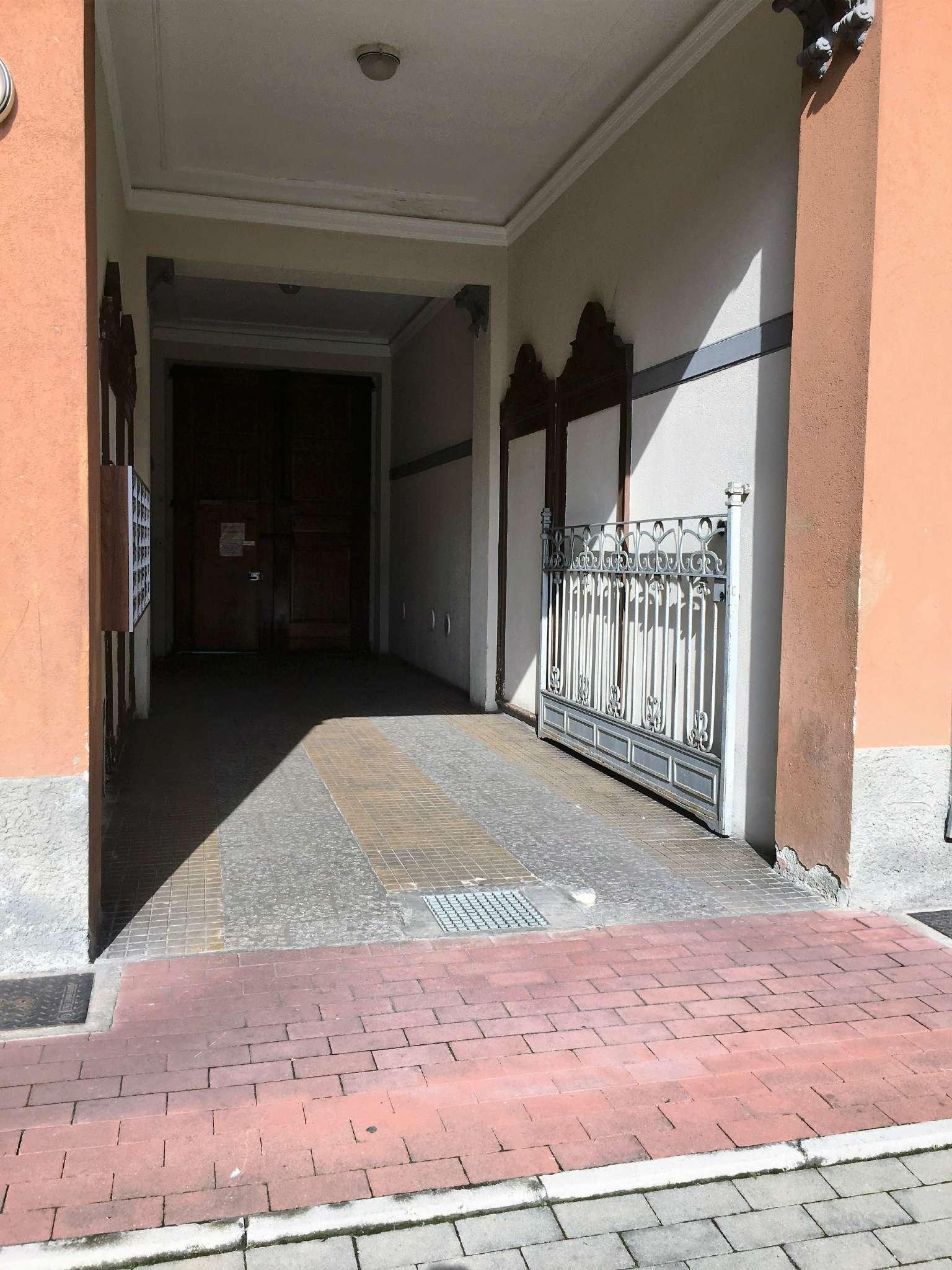 Bilocale Milano Via Conte Verde 2