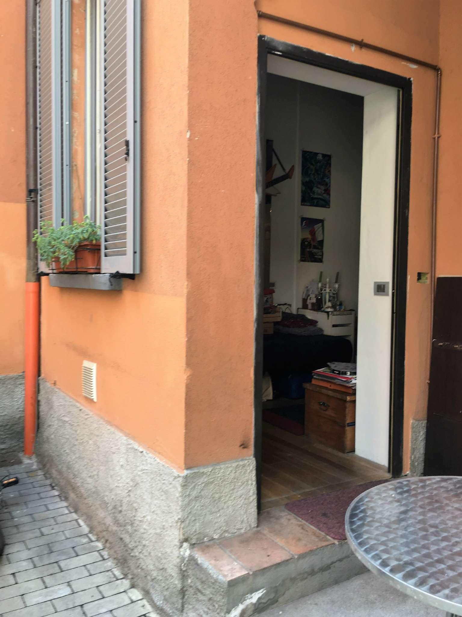 Bilocale Milano Via Conte Verde 4