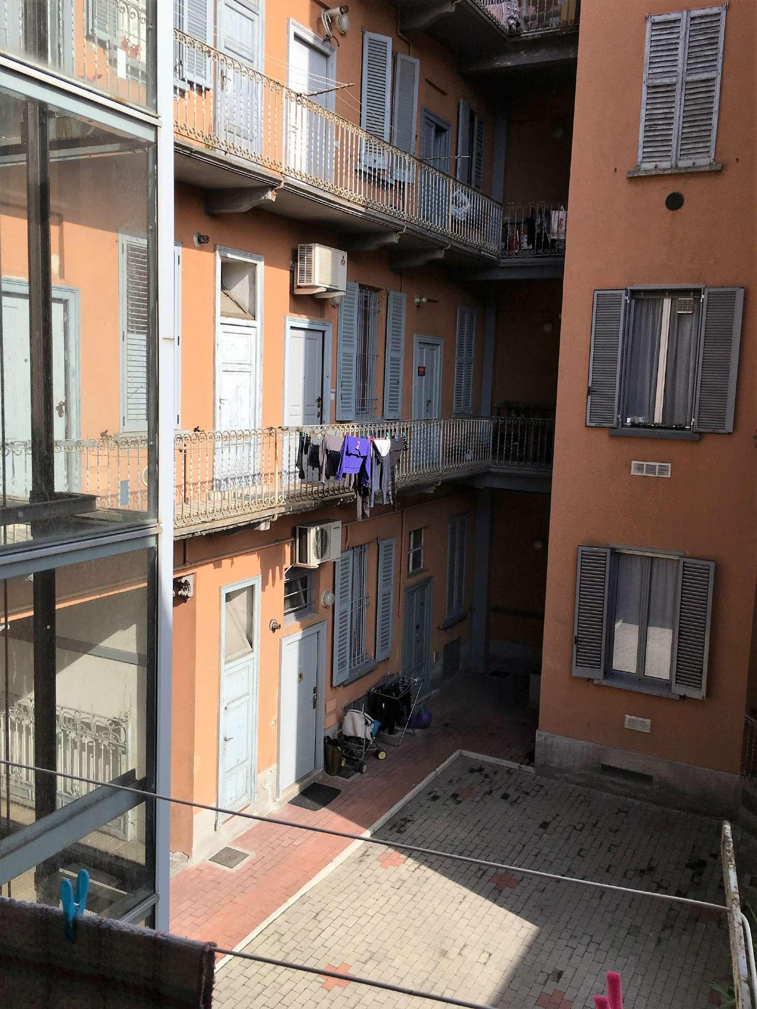 Bilocale Milano Via Conte Verde 10
