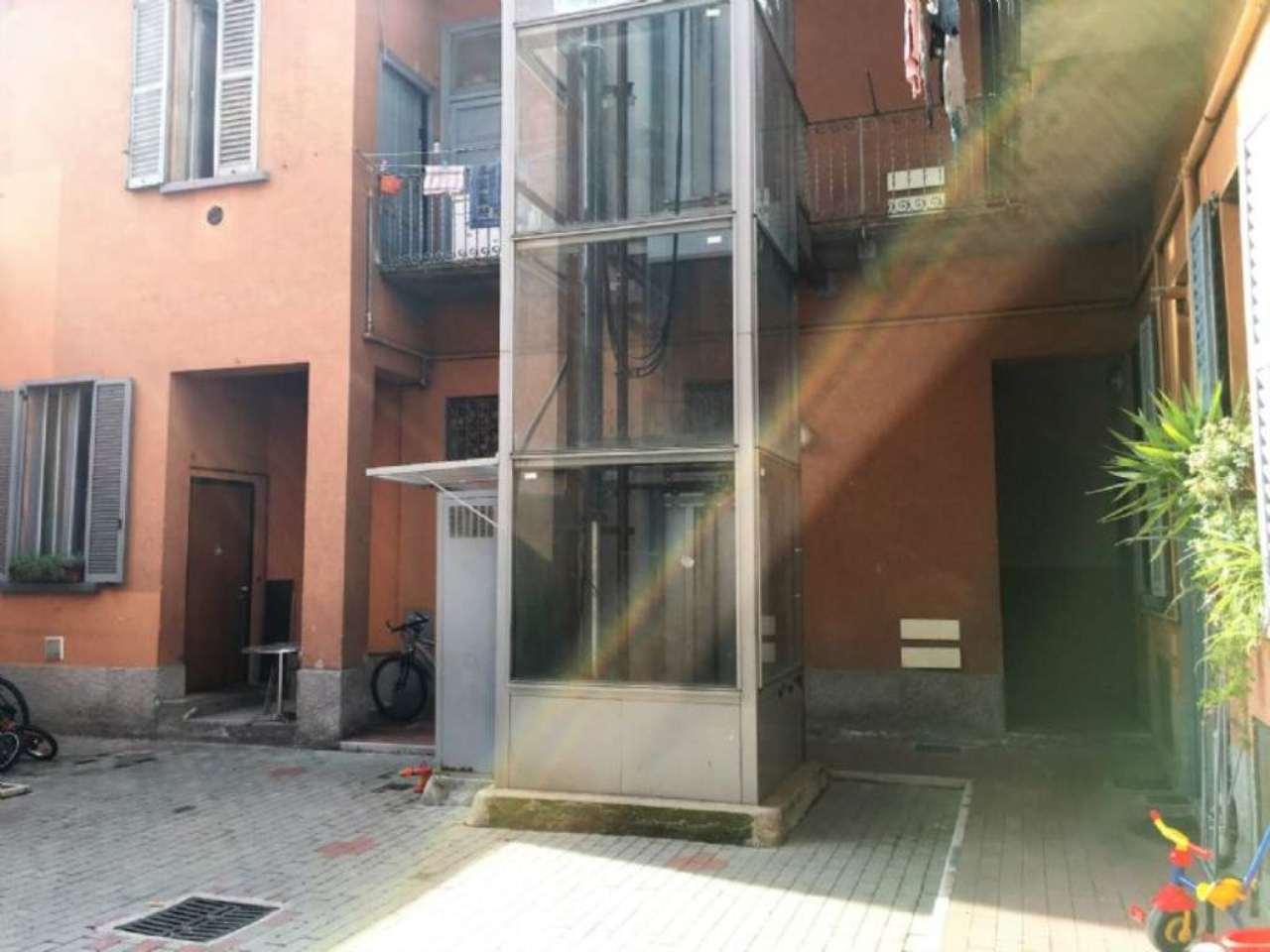 Bilocale Milano Via Conte Verde 8