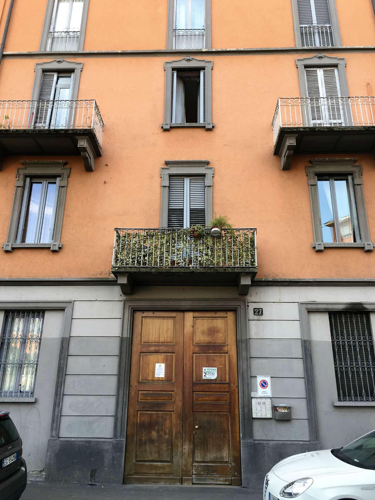 Bilocale Milano Via Conte Verde 1