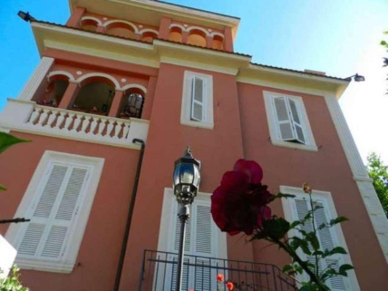 Villa in vendita a Santa Marinella, 6 locali, prezzo € 980.000 | Cambio Casa.it