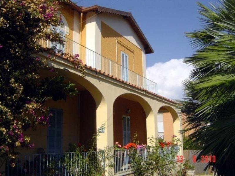 Villa in vendita a Santa Marinella, 6 locali, prezzo € 730.000 | Cambio Casa.it