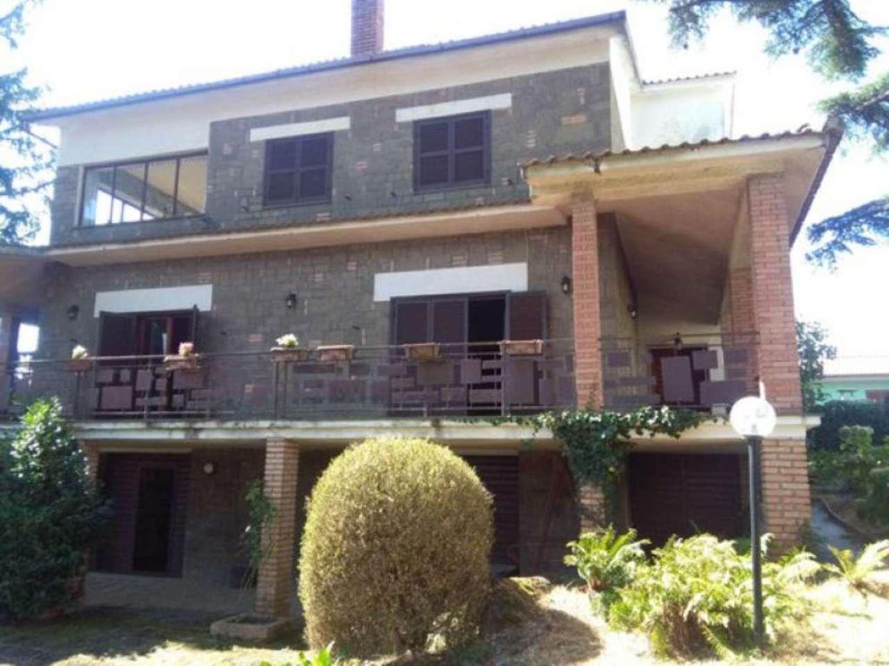 Villa in vendita a Valentano, 9 locali, prezzo € 350.000 | Cambio Casa.it