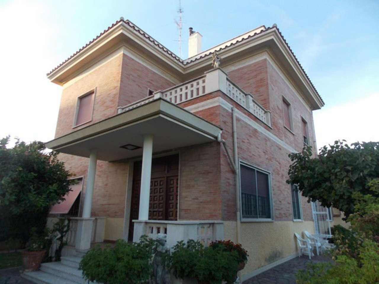 Villa in affitto a Santa Marinella, 8 locali, Trattative riservate | Cambio Casa.it