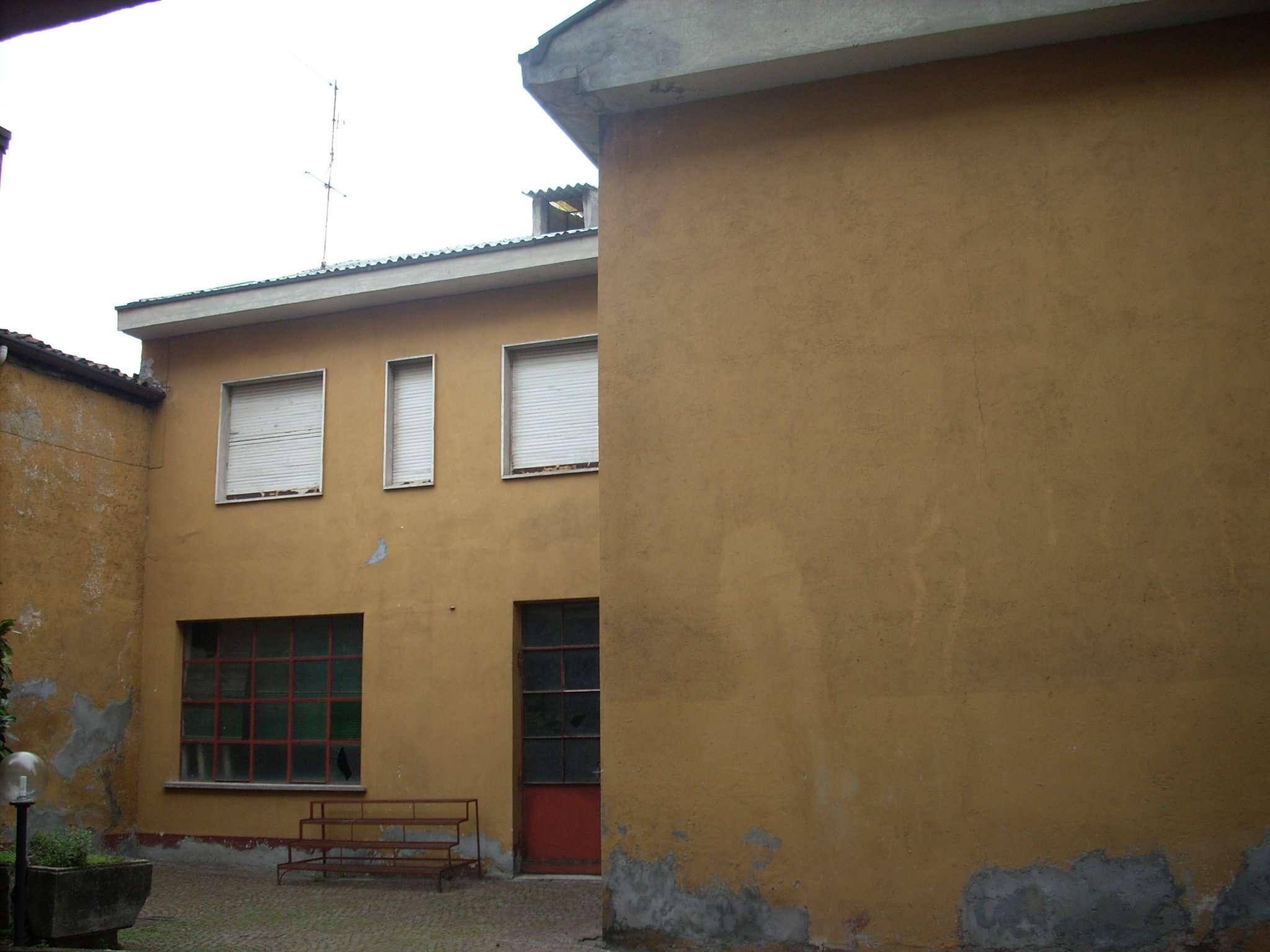 Palazzo / Stabile in vendita a Desio, 3 locali, prezzo € 95.000   Cambio Casa.it