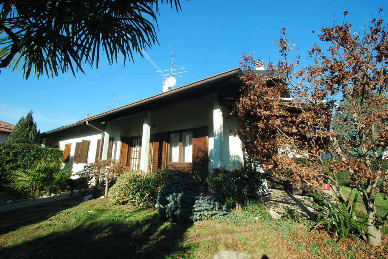 Villa in vendita a Giussano, 5 locali, prezzo € 490.000 | CambioCasa.it