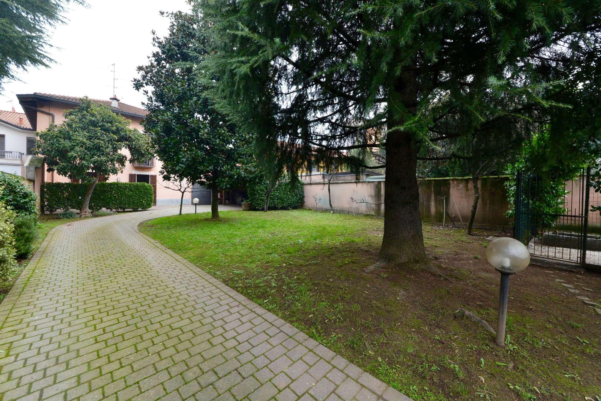 Villa in vendita a Desio, 5 locali, prezzo € 580.000 | Cambio Casa.it
