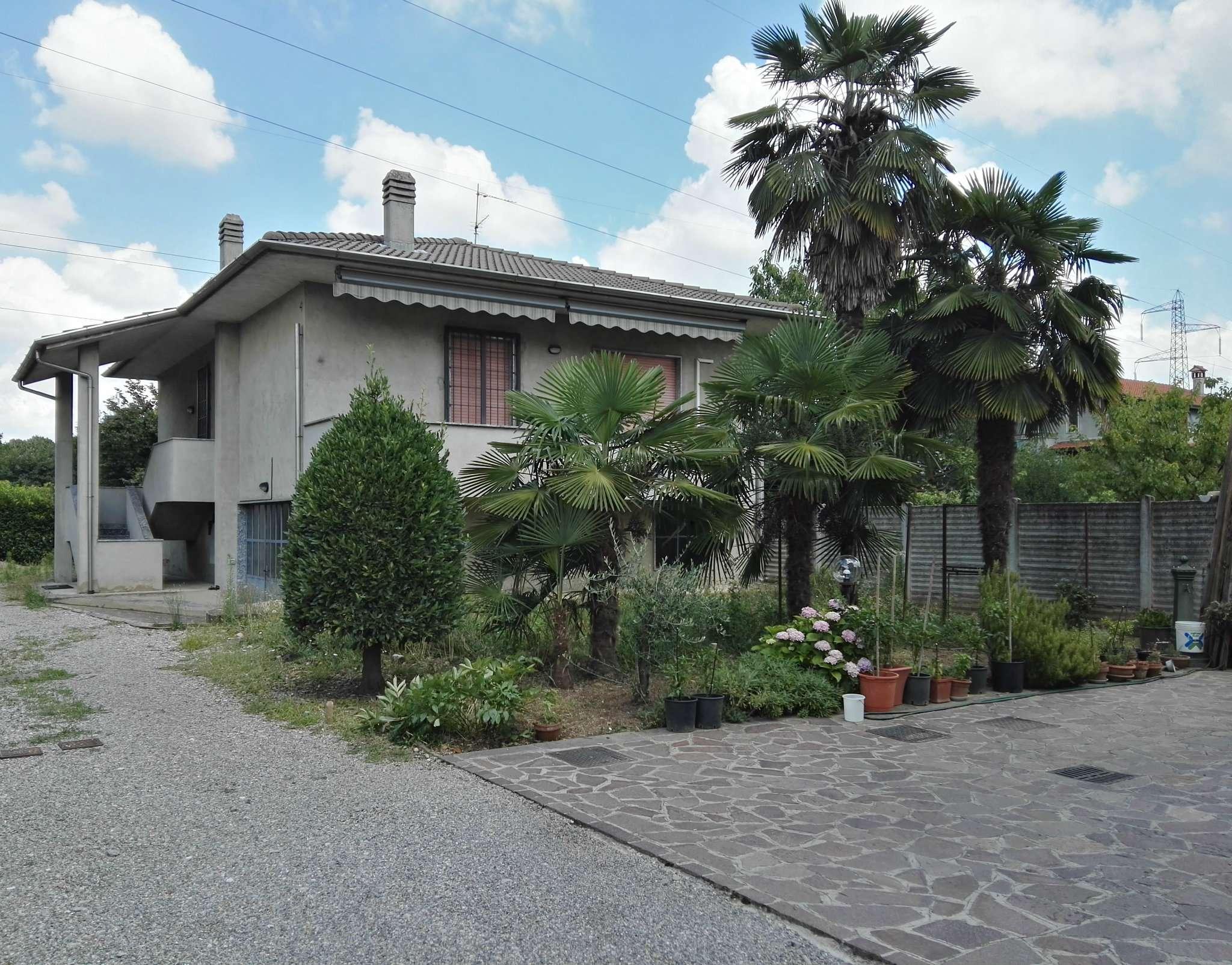 Villa in vendita a Sovico, 3 locali, prezzo € 220.000 | CambioCasa.it