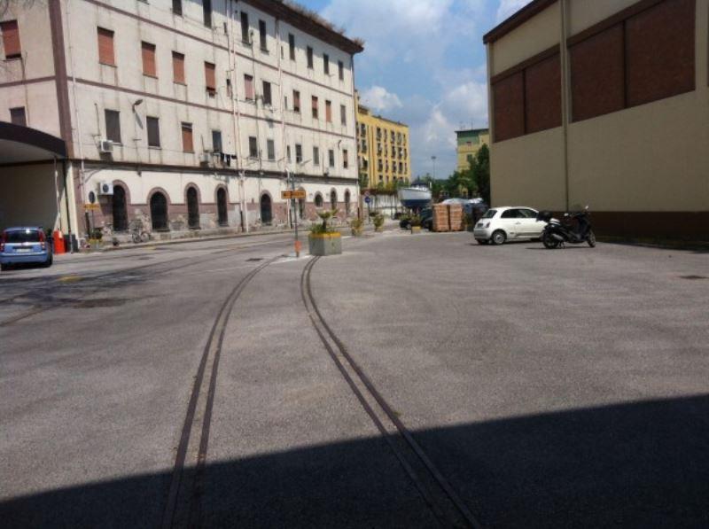 Napoli Affitto CAPANNONE Immagine 0