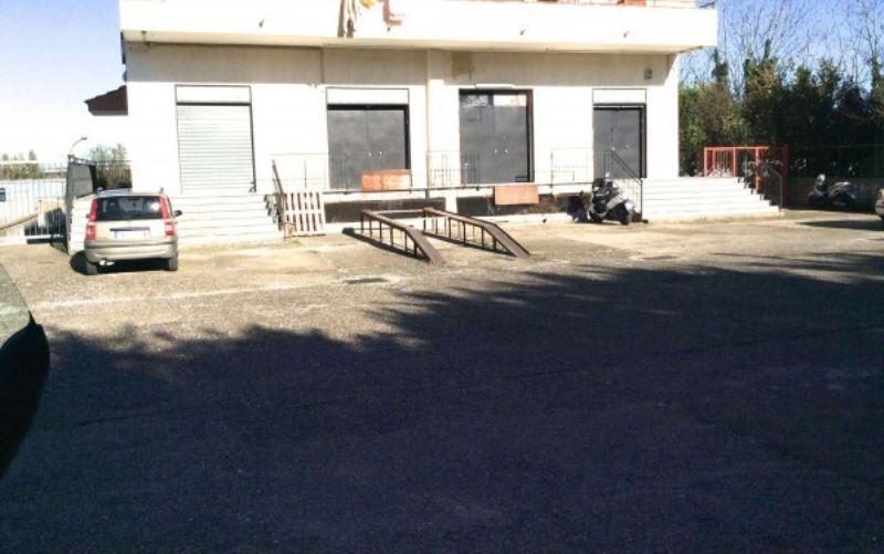 Negozio / Locale in affitto a Sant'Anastasia, 4 locali, prezzo € 1.000 | Cambio Casa.it