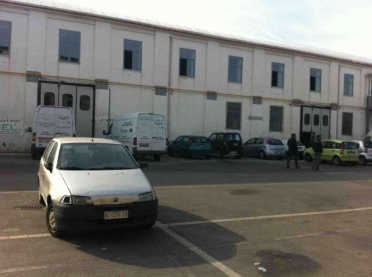 Capannone in affitto a Napoli, 9999 locali, zona Zona: 6 . Ponticelli, Barra, San Giovanni a Teduccio, prezzo € 2.000 | Cambio Casa.it