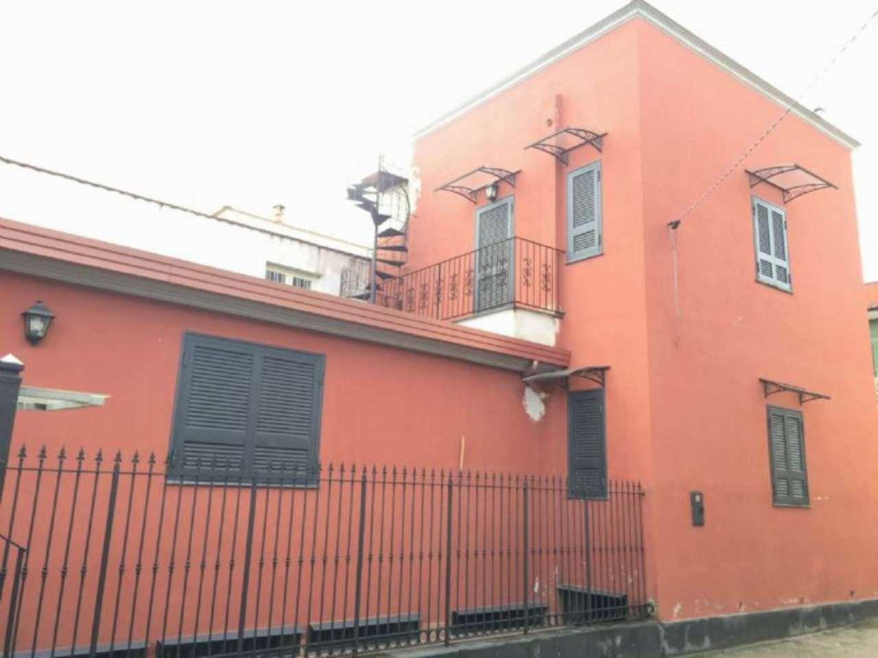Soluzione Indipendente in vendita a Sant'Anastasia, 6 locali, prezzo € 250.000 | Cambio Casa.it