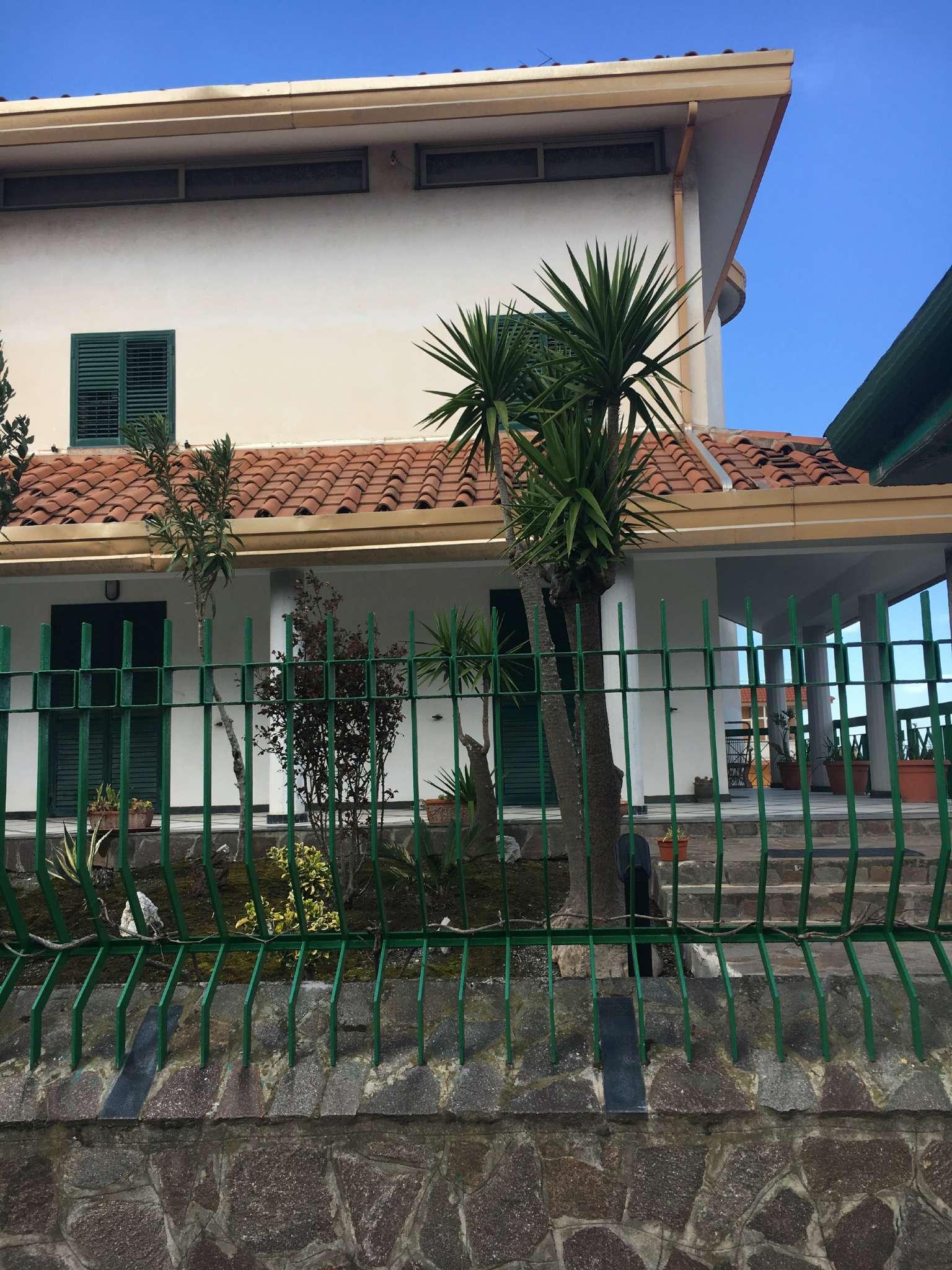 Villa in Vendita a Pollena Trocchia