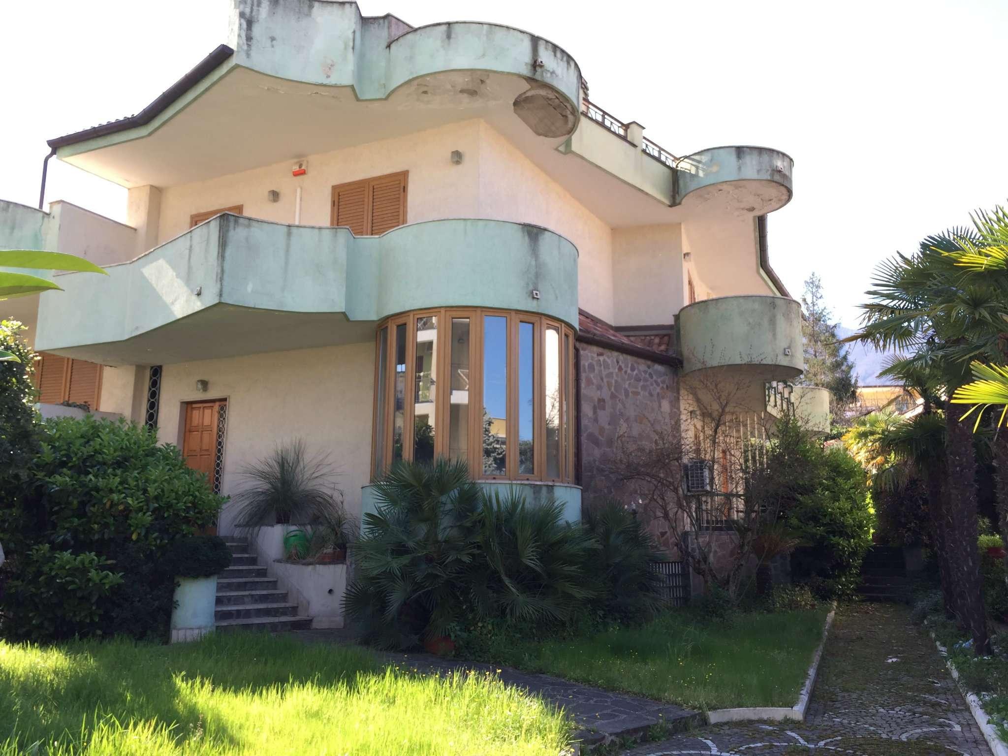 Villa Tri-Quadrifamiliare in Vendita a Somma Vesuviana