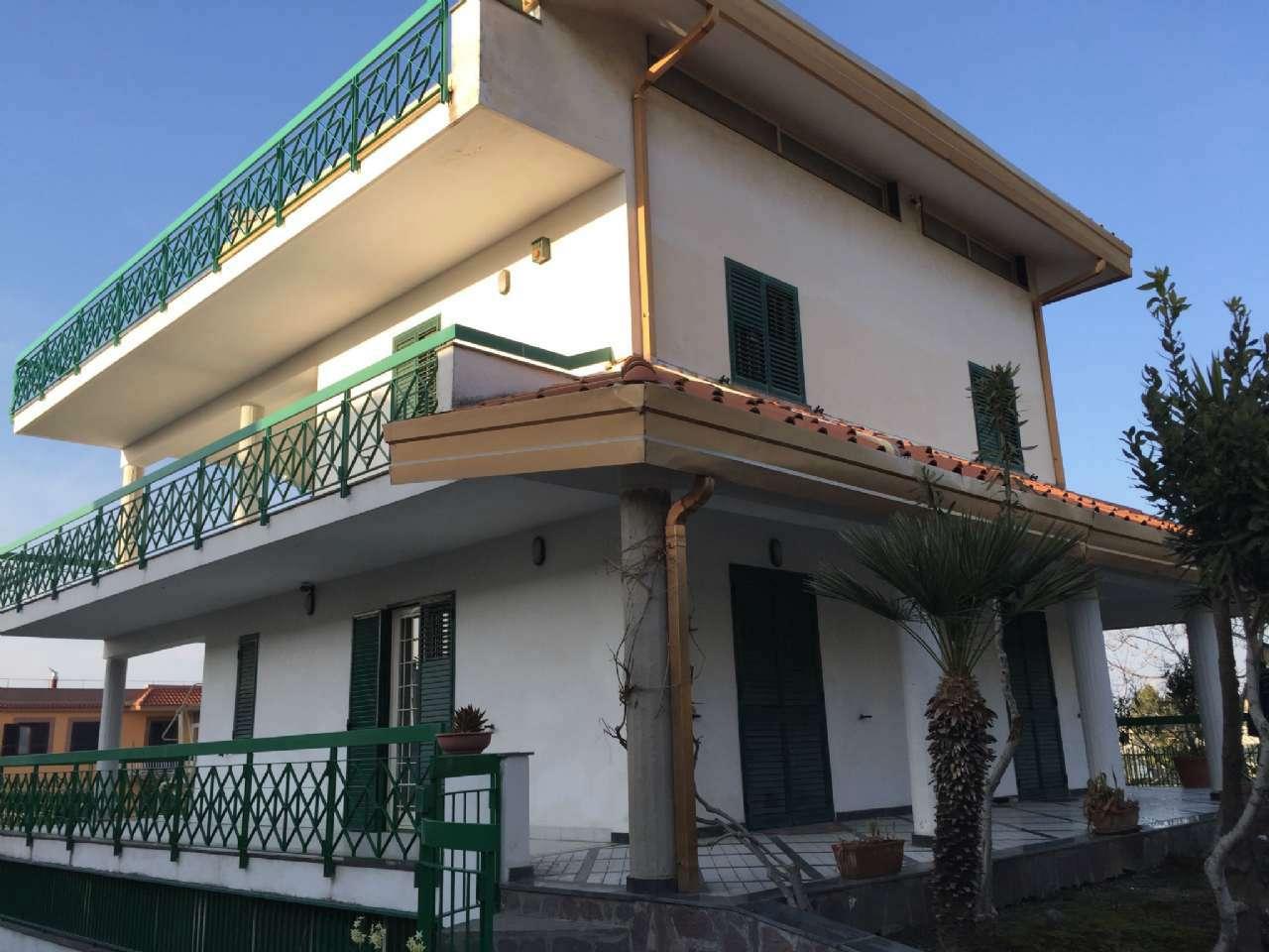 Villa in vendita a Pollena Trocchia, 10 locali, prezzo € 850.000 | Cambio Casa.it