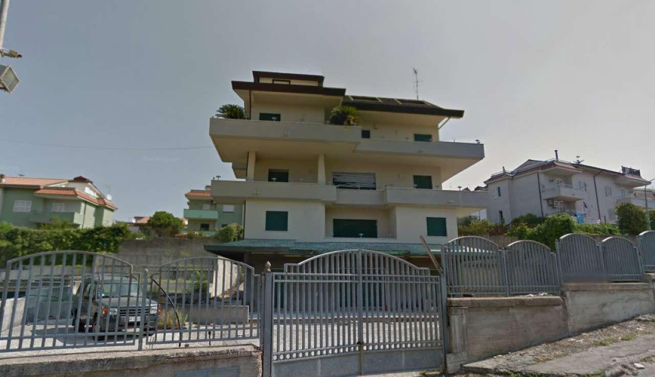Appartamento in affitto a Pollena Trocchia, 5 locali, Trattative riservate | CambioCasa.it