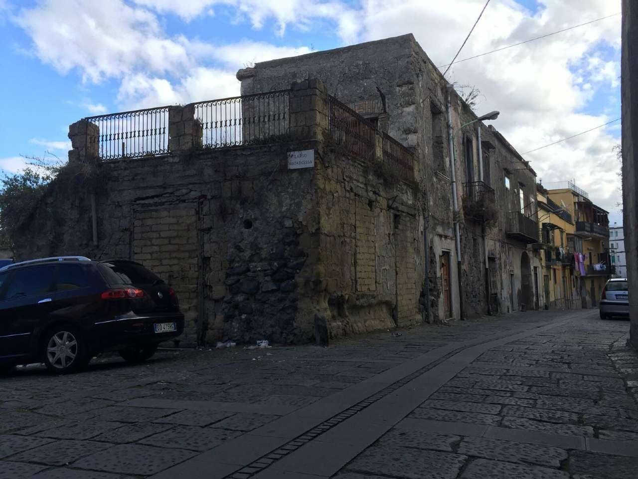Appartamento in vendita a Sant'Anastasia, 6 locali, prezzo € 70.000 | CambioCasa.it