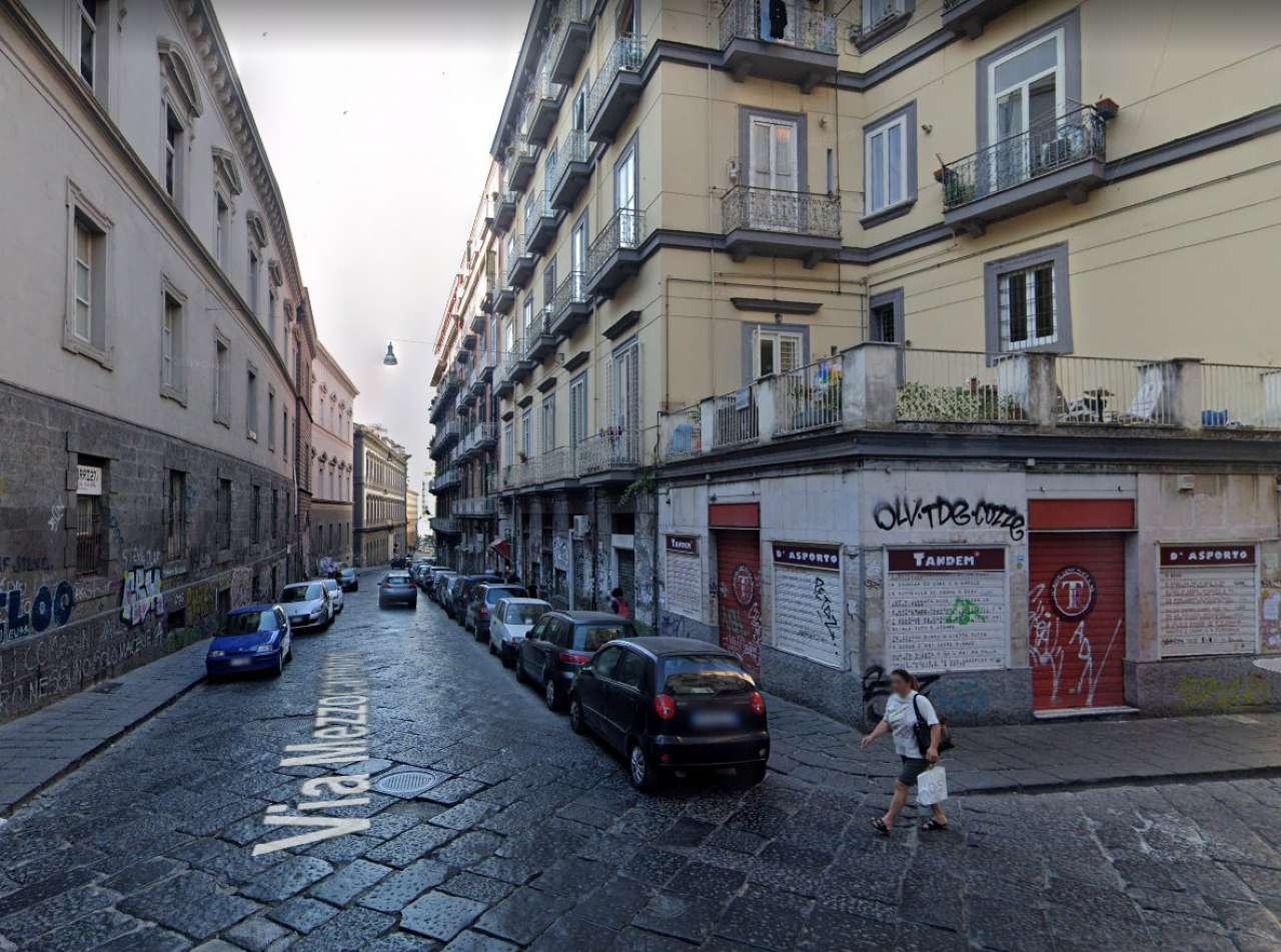 Napoli Affitto APPARTAMENTO Immagine 2
