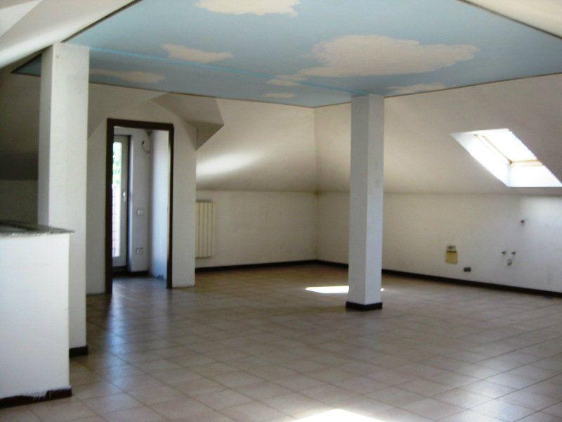 Attico / Mansarda in affitto a Monza, 4 locali, zona Zona: 5 . San Carlo, San Giuseppe, San Rocco, prezzo € 800   CambioCasa.it