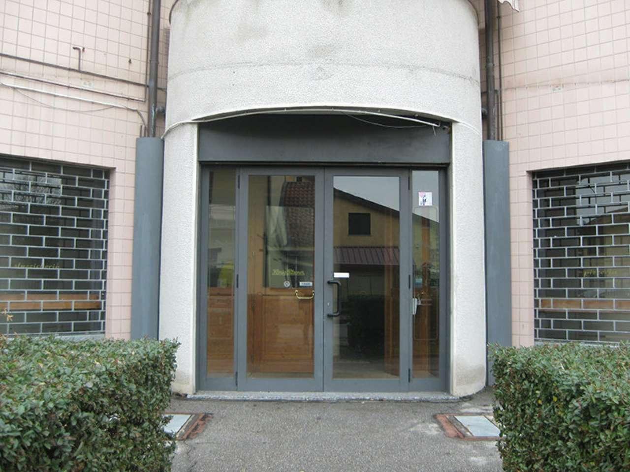 Negozio / Locale in affitto a Monza, 9999 locali, zona Zona: 5 . San Carlo, San Giuseppe, San Rocco, prezzo € 3.000 | CambioCasa.it