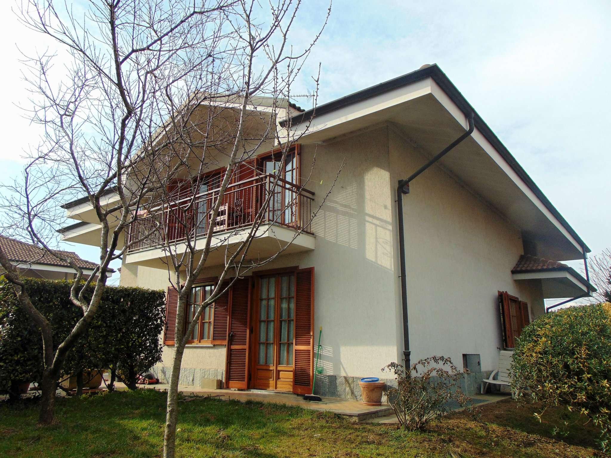 Villa in vendita a Rosta, 7 locali, prezzo € 450.000 | Cambio Casa.it