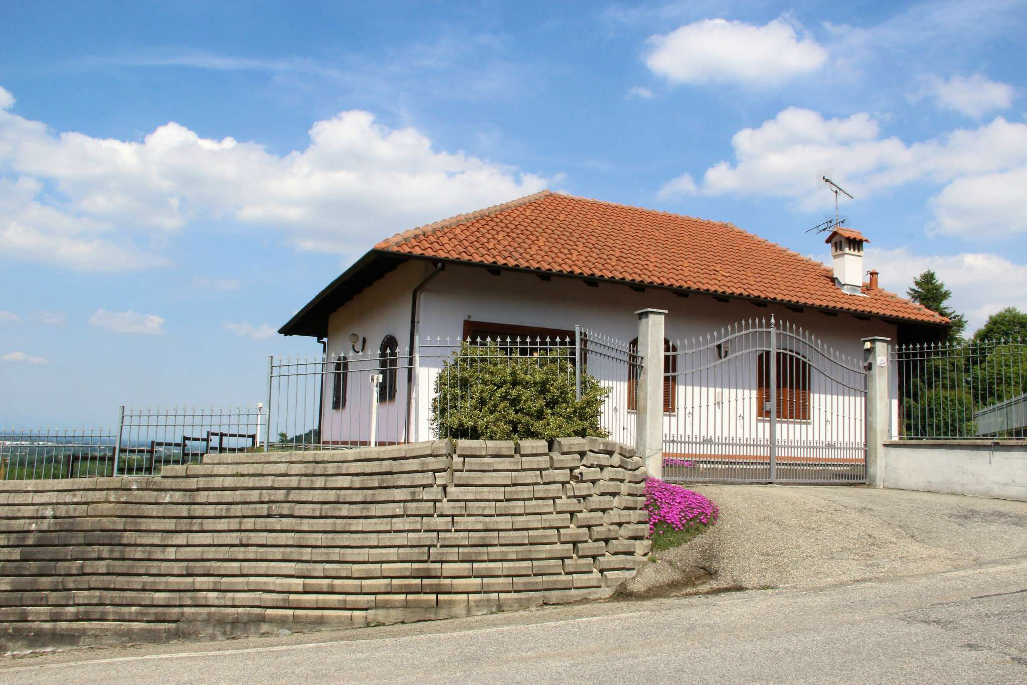 Foto 1 di Villa via XXV APRILE, Rosta
