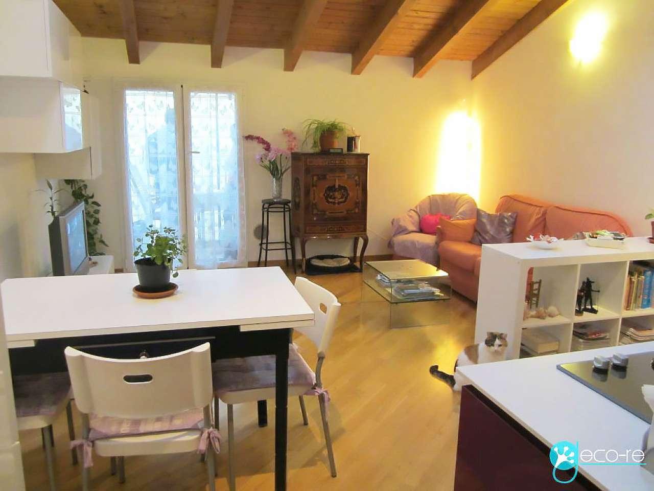Bilocale Milano Via Giambellino 1