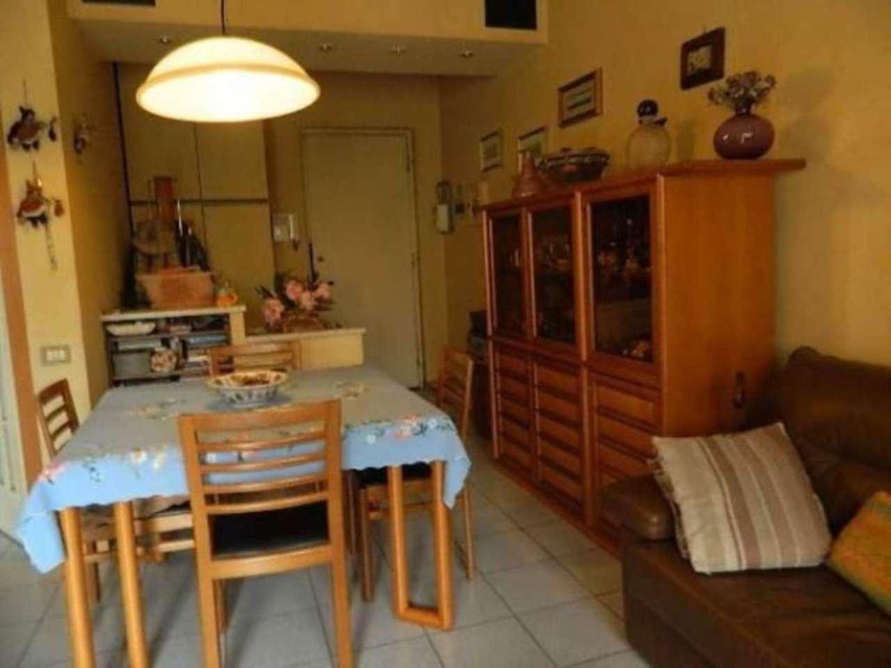 Bilocale Monza Via Luca Della Robbia 2
