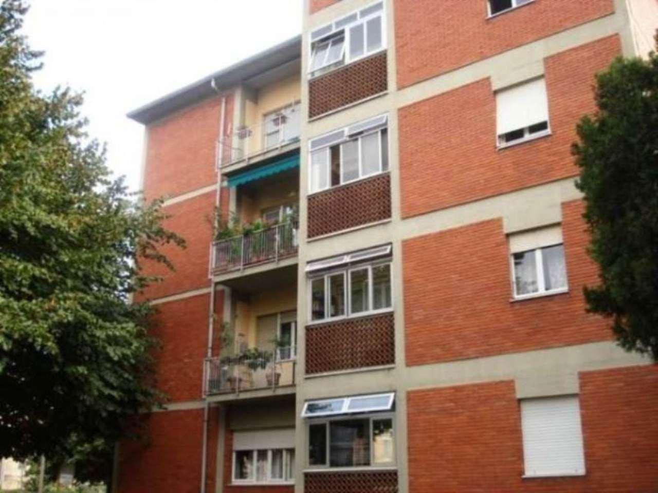 Bilocale Monza Via Luca Della Robbia 5