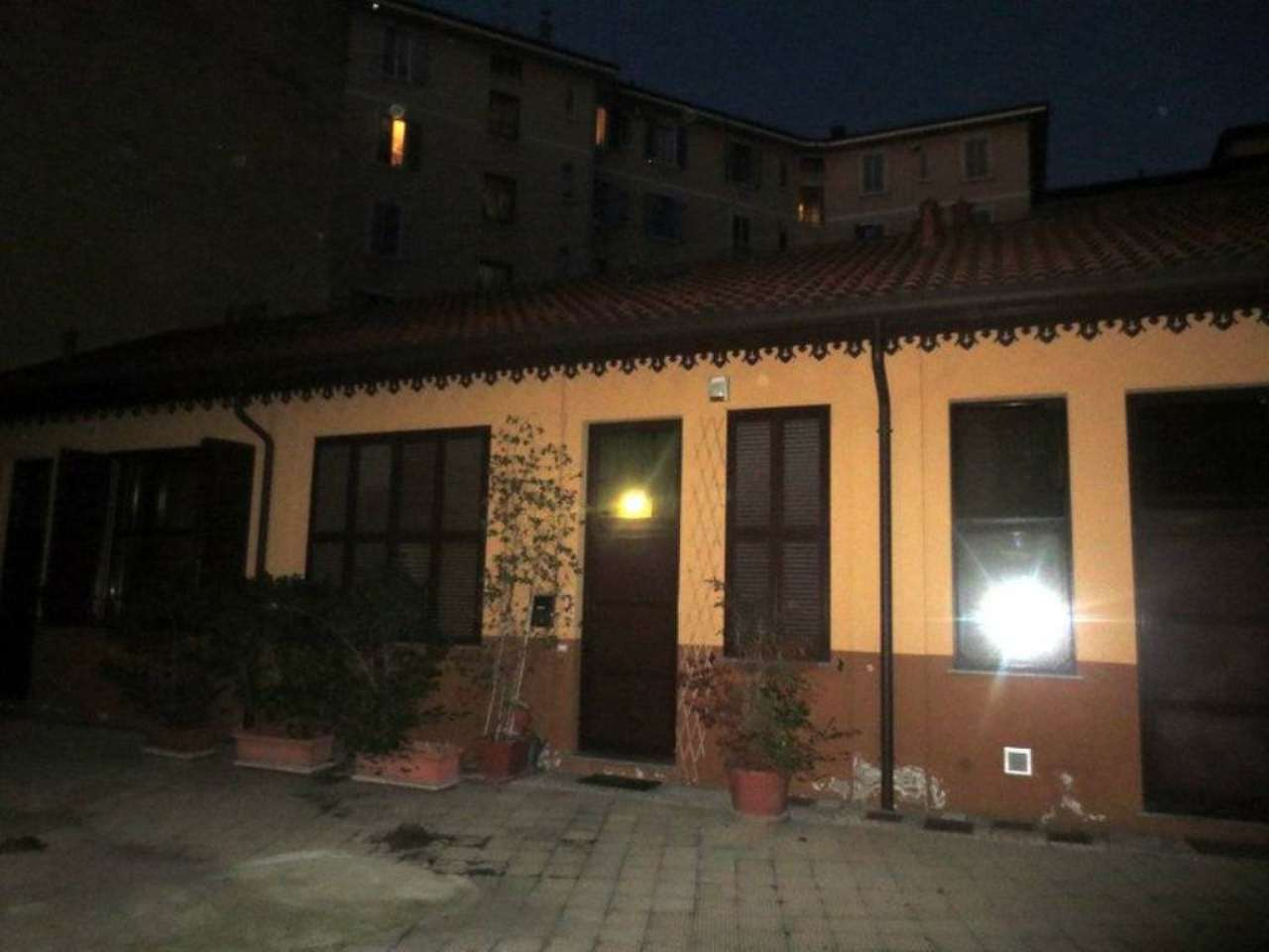 Bilocale Milano Via Arcivescovo Calabiana 4