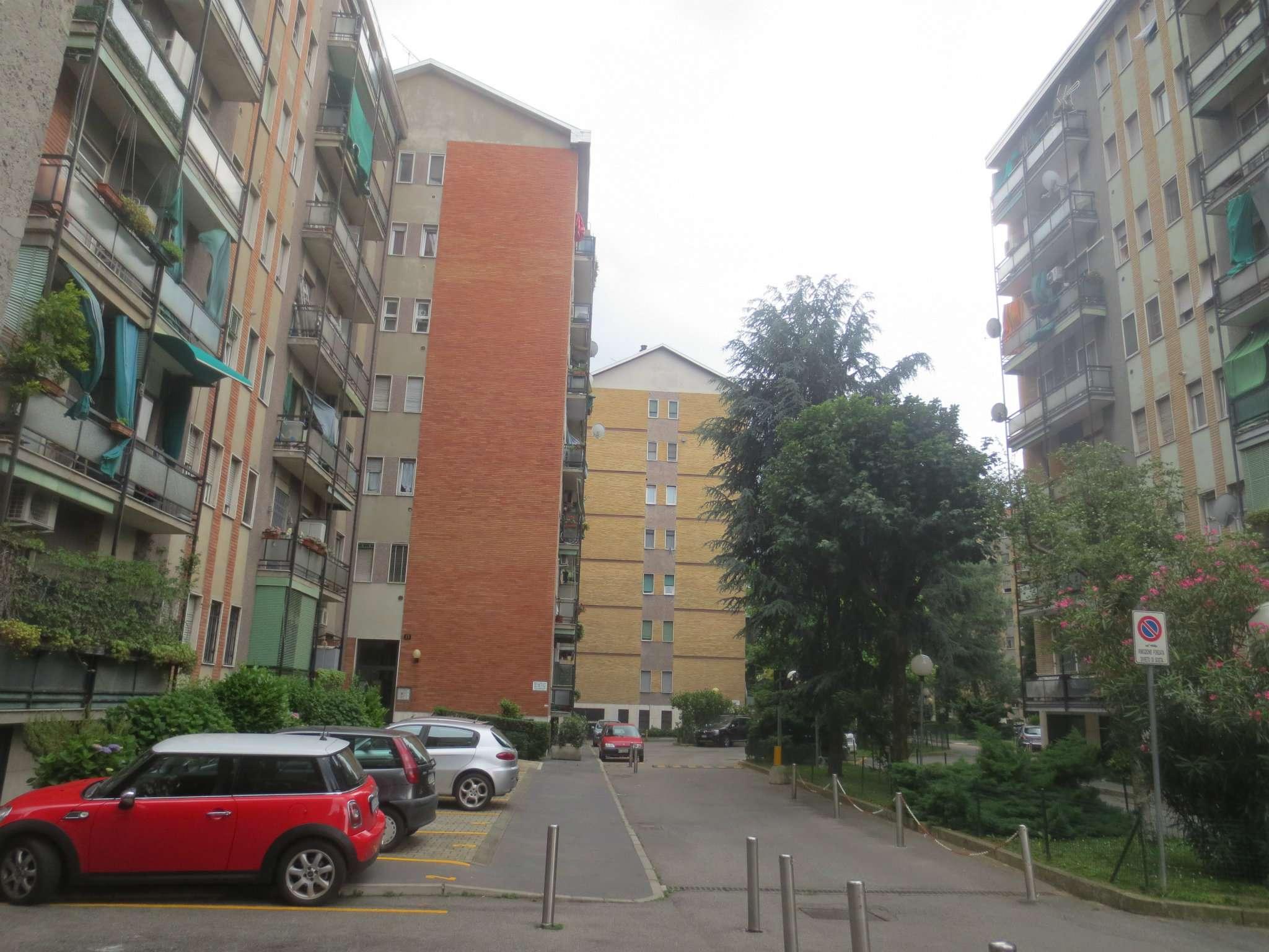 Bilocale Milano Via Marco D'agrate 4