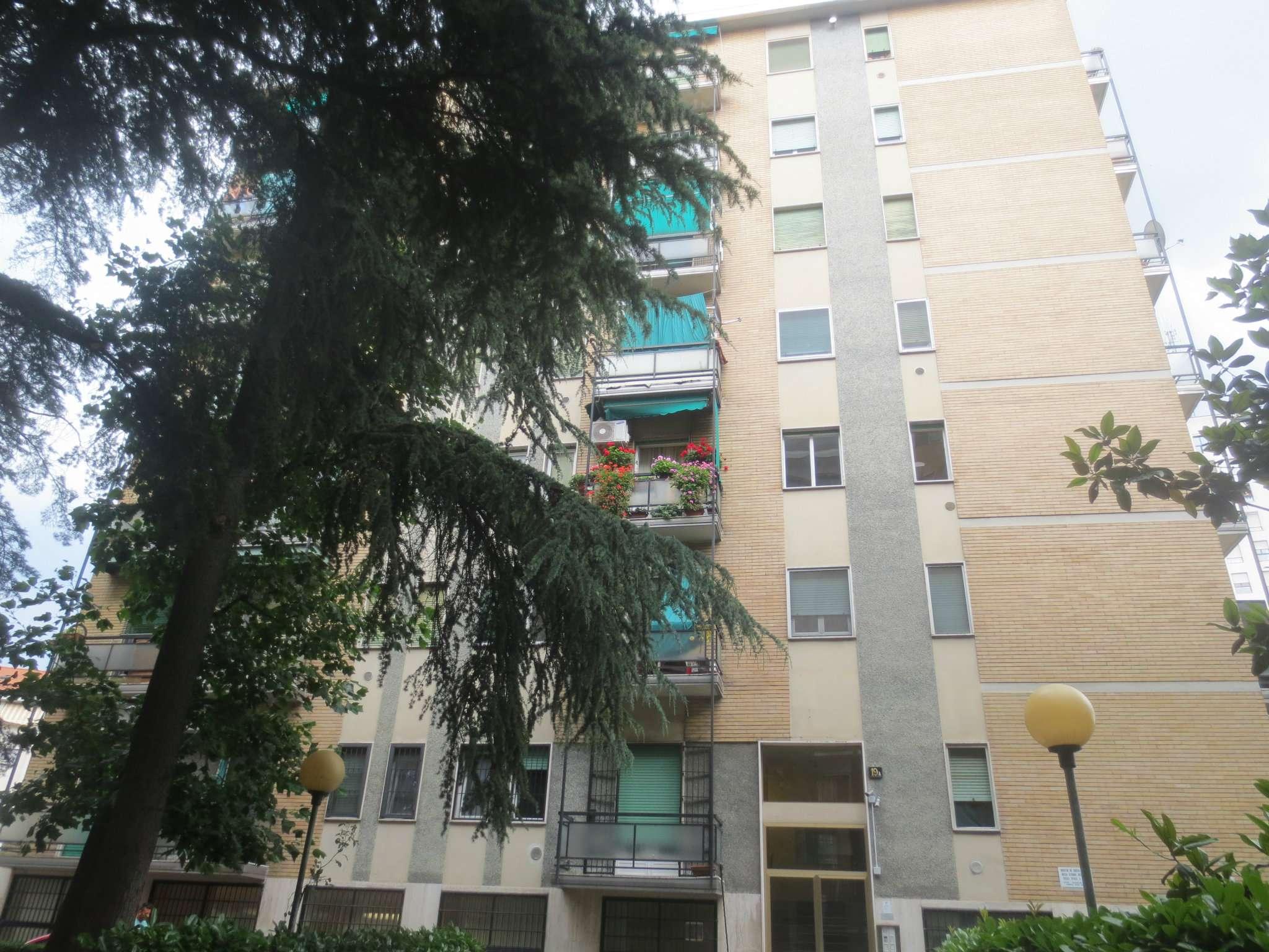 Bilocale Milano Via Marco D'agrate 1