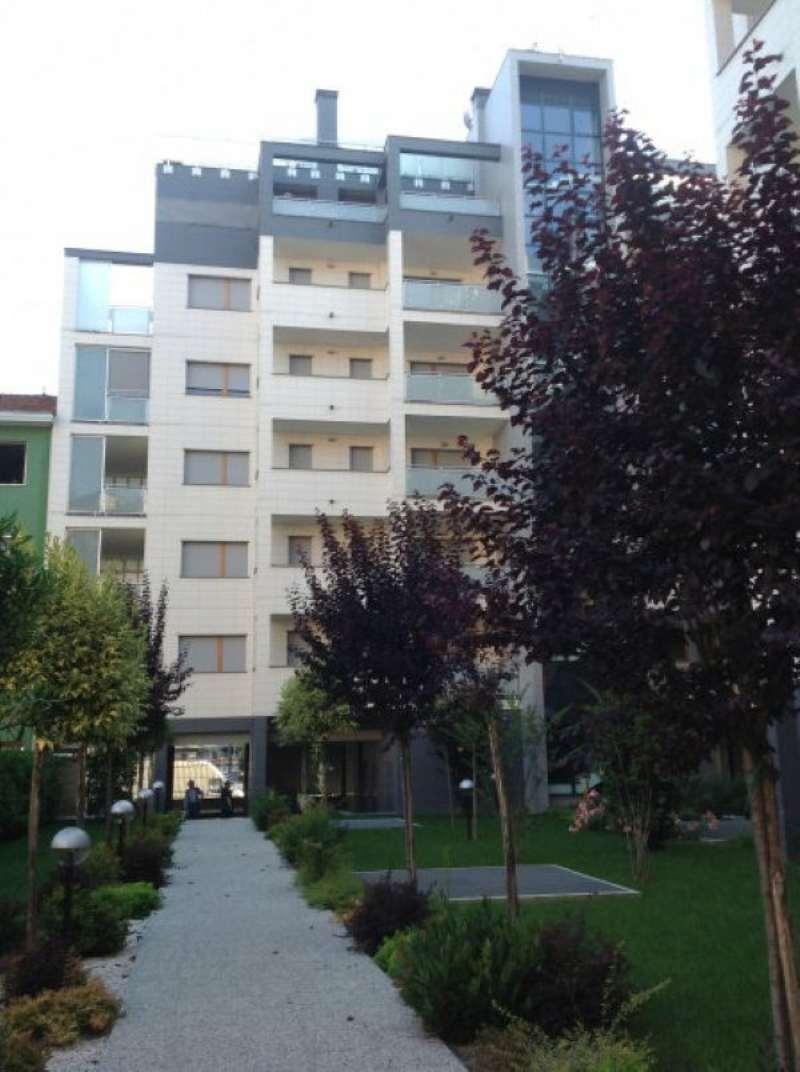 Bilocale Milano Via Gressoney 4