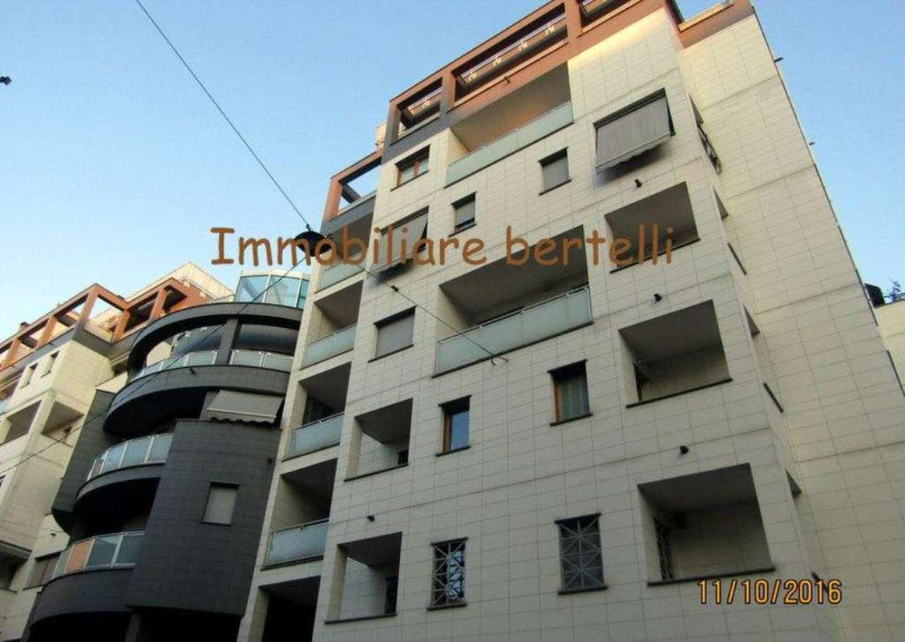 Bilocale Milano Via Gressoney 11