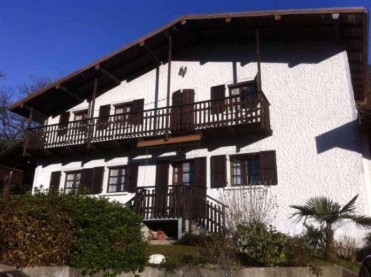 Villa in vendita a Dumenza, 4 locali, prezzo € 165.000 | Cambio Casa.it