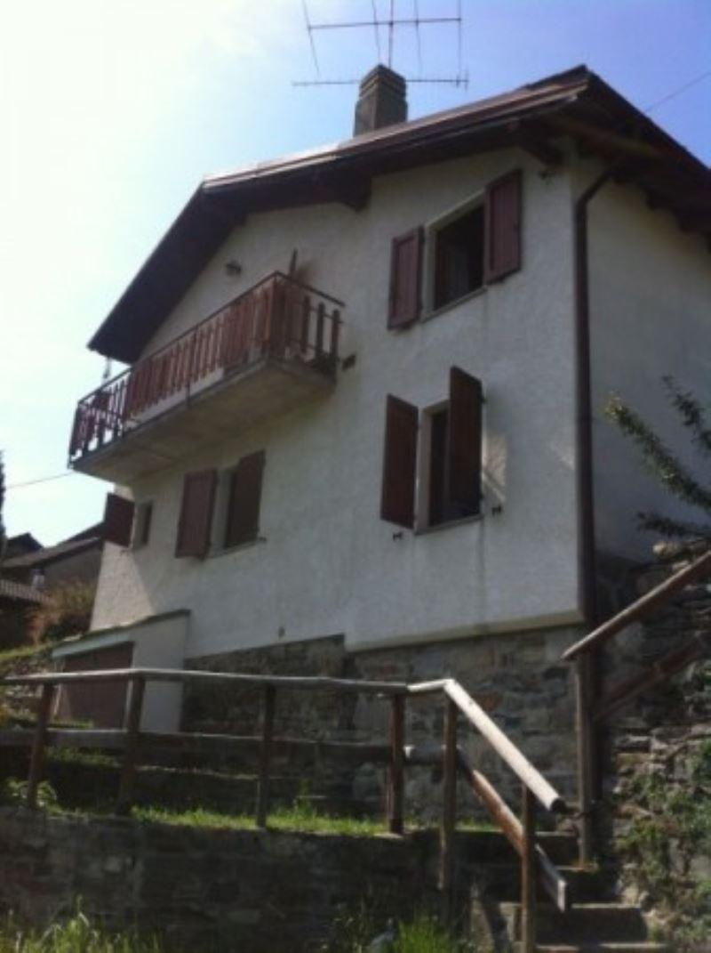 Villa in vendita a Maccagno con Pino e Veddasca, 4 locali, prezzo € 115.000 | Cambio Casa.it